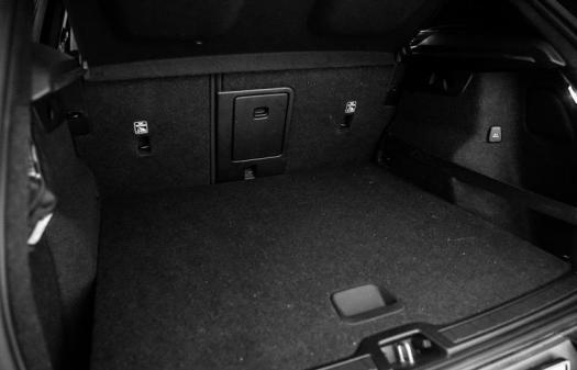 T5 Plug-in Hybrid Momentum Pro