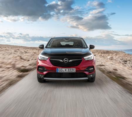 Le nouveau SUV hybride rechargeable d'Opel