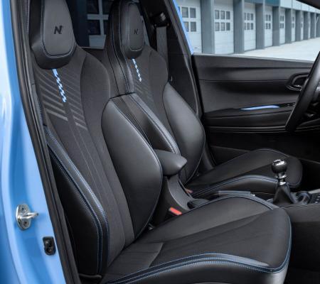 Le design intérieur offre un espace de conduite performant